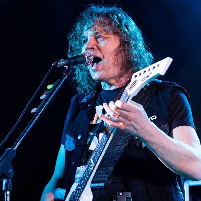 Jan Fojtík – kytara, zpěv